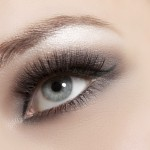 the-secret-to-applying-false-eyelashes-e1389903943916