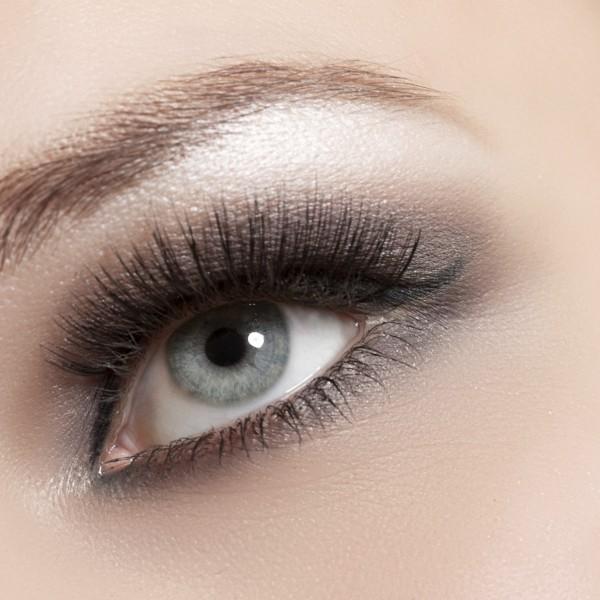 the-secret-to-applying-false-eyelashes-e1389903943916